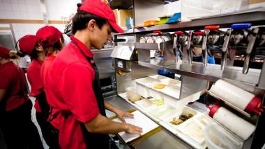 Служител на Макдоналдс тайно снима фритюрника: Вече няма да искате пържени картофки СНИМКА