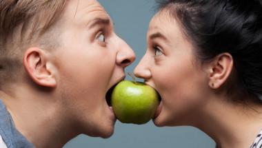 Твърдите храни тренират зъбите и челюстите