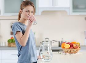 Топла вода и кокосово масло подобряват храносмилането