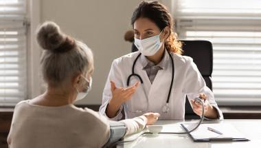 Губим ли здравните си права като пенсионери при продължителен престой в чужбина?