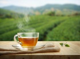Може ли да се пие топъл чай в горещ ден?