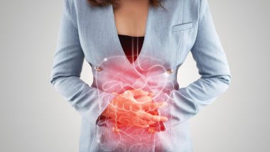 При гастрит или язва болката се появява в горната част на корема