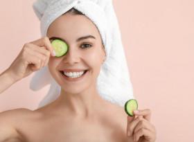 Сокотерапия с краставици против бръчки