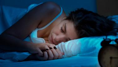 Защо тялото потрепва, когато заспим?