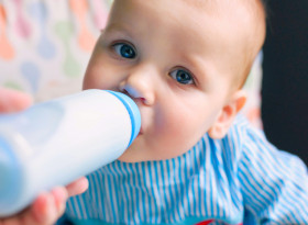 Кравето мляко в храната за бебета увеличава риска от диабет