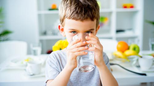Доц. Мария Гайдарова: Едно на пет деца забравя да пие вода