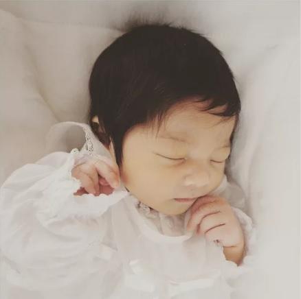 Светът полудя по това половингодишно бебче! Причината е смайваща